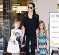 Pogostite.ru - Все о детях Анджелины Джоли: почему они хотят уйти от звездной мамы?