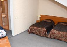 МОСКОВСКИЙ ТРАКТ (г. Ростов, центр) Мансардный номер с двумя раздельными кроватями