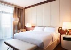 Отель Renaissance (г. Минск, Центр города) Клубный номер с кроватью размера