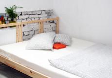 ХОСТЕЛ ВОЗДУХ (г. Владимир, исторический центр) Двухместный номер Эконом с двуспальной кроватью и общей ванной комнатой