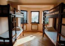ХОСТЕЛЫ РУС - КРАСНОДАР ЦЕНТРАЛЬНЫЙ   WI FI Кровать в общем номере c 8 кроватями и общей ванной комнатой