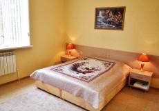 Джамиля (г. Нальчик, центр, рядом с ж/д вокзалом) Улучшенный двухместный номер (двуспальная кровать) 25м2