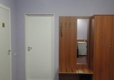 АЛЬФА - Alfa | г. Сургут | в центре | парковка Трехместный номер с общей ванной комнатой 25 м²