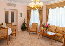 МЕЛЛАС САНАТОРИЙ (42 км от г. Ялта) Апартаменты трехкомнатные двухместные с мини-кухней
