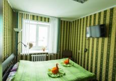 В ЦЕНТРЕ ХОСТЕЛ (Г. БАРНАУЛ, ЦЕНТР ГОРОДА) Трёхместный номер с 1 двуспальной и 1 односпальной кроватями
