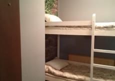 КАМИН (Г. УЛЬЯНОВСК, МЕМОРИАЛ ЛЕНИНА) Двухъярусная кровать в общем номере для женщин