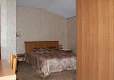 Пиренга База отдыха (г. Полярные Зори, Озеро Пиренга) 3-комнатный номер (в главном корпусе)