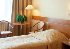 Отель Бета Измайлово 2-местный номер угловой с широкой кроватью/двумя раздельными кроватями