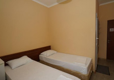 КОРОНА | Г. ДЖУБГА | ВОЗЛЕ МОРЯ | cемейные номера | парковка бесплатная Двухместный номер с 2 отдельными кроватями