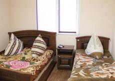 СОЛНЕЧНЫЙ (Г. ДЖУБГА, 5 МИНУТ ДО МОРЯ) Бюджетный двухместный номер с 2 отдельными кроватями