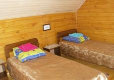 МАНЖЕРОК (г. Манжерок, 4 км от горнолыжного курорта) Стандартный с двумя кроватями и общей ванной комнатой