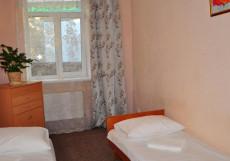 Алупка (г. Алупка, возле Воронцовского парка) Двухместный номер эконом-класса с 2 отдельными кроватями и общей ванной комнатой