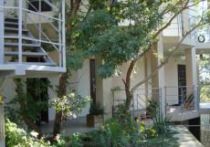 Вилла Аль-Маре (г. Алупка, в 10 минутах от побережья Черного моря) Дом с одной спальней