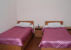Амран | г. Владикавказ | возле ж/д вокзала | cауна | бассейн | парковка Двухместный номер с 2 отдельными кроватями и душем