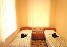 ИЗУМРУД ЮГ (Недорого) Улучшенный двухместный номер с 2 отдельными кроватями
