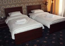 ЗОЛОТАЯ НОЧЬ | Hotel Golden Night Кровать в общем номере