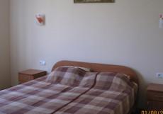 Виола (г. Саки, в центральной части города) Семейный номер с ванной комнатой