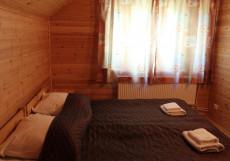 ЗОЛОТАЯ ДОЛИНА (Ленинградская область, горнолыжный курорт Золотая долина) Коттедж с 3 спальнями