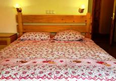 Alpenhaus B&B | Алпенхаус Б енд Б | Казбеги | лыжный курорт | катание на лыжах | Двухместный номер с 1 кроватью и балконом