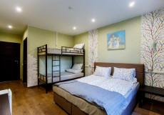 Nice hostel Crocus (Общежитие снять комнату) Семейный многоместный номер