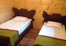 Аршан | Аршан | горы | парковка | Большой двухместный номер с 2 отдельными кроватями