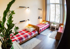 HOLLYWOOD | м. Перово Койко-место в общем номере с тремя кроватями