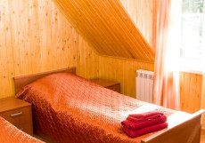 БЕРЕГОВАЯ ГОСТЕВОЙ ДОМ | г. Осташков | С завтраком | Сауна | Бильярд Стандарт двухместный (2 кровати)