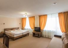 Золотой Пляж | г. Тургояк | Озеро Тургояк | Бассейн | Улучшенный двухместный номер с 1 двуспальной кроватью и диваном