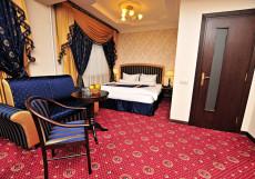 Москоу Холидэй Отель - Moscow Holiday Hotel (рядом с Экспоцентром) Двухметный Делюкс с большой кроватью
