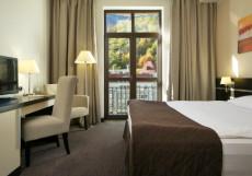 Азимут отель Freestyle Роза Хутор Улучшенный двухместный номер с 1 кроватью и видом на реку