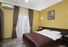Ночной Квартал | Пятигорск | Комсомольский парк | Массаж Улучшенный двухместный номер с 1 кроватью и балконом