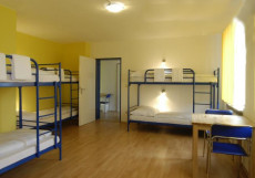 A&O MUNCHEN HACKERBRUCKE | МЮНХЕН | Donnersbergerbrucke Railroad Station | Бильярд Шестиместный номер с двухъярусными кроватями в хостеле