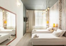 Отель Ананас - Hotel Ananas Двухместный номер с 2 отдельными кроватями и общей ванной комнатой