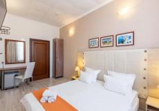 Отель Ананас - Hotel Ananas Двухместный номер с 1 кроватью и общей ванной комнатой