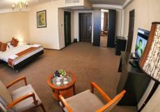 Hotel Classic | Ош | сквер имени Ю. А. Заднепровского | Фитнес-центр Люкс с 1 спальней с видом на сад