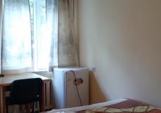 Tes Guest House | Ош | Детский центр Мээрим | Бассейн Трехместный номер с основными удобствами и общей ванной комнатой
