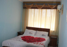 Hostel Inn Osh | Ош | р. Акбура | Парковка | Семейный двухместный номер с 1 кроватью