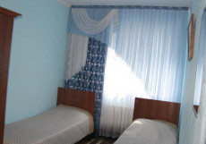 Hostel Inn Osh | Ош | р. Акбура | Парковка | Бюджетный трехместный номер