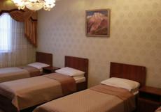 Hostel Inn Osh | Ош | р. Акбура | Парковка | Четырехместный номер с общей ванной комнатой
