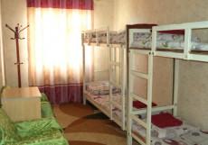 Osh Guesthouse | Ош | парк | Библиотека Кровать в общем четырехместном номере для женщин