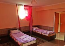 Кейсар   Чолпон-Ата   оз. Иссык-Куль   Бильярд  Двухместный номер с 2 отдельными кроватями и душем