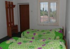 Aivilla | Чолпон-Ата | оз. Иссык-Куль | Парковка | Четырёхместный номер с отдельной ванной комнатой