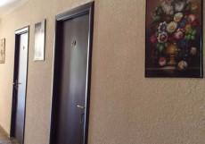 Guesthouse Kalinina 10 | Чолпон-Ата | Центральный Парк Культуры и Отдыха | парковка Трехместный номер с душем