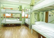 ХотелХот Белорусский вокзал Койко-место в общем номере смешанного типа с 16 кроватями