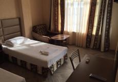 Мраморный замок | Пицунда | Вид на море Стандарт двухместный (1 двуспальная или 2 односпальные кровати, балкон)