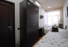 Зима Мини-отель   м. Маяковская   Парковка Двухместный (2 кровати, общая ванная комната)
