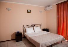 ВИЛЛА ДАНА | Пицунда | 6 минут до пляжа Двухместный делюкс с одной кроватью и балконом