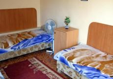 Окуневка Инн - Okunevka Inn (1 линия, Включен завтрак и ужин) Бюджетный трехместный номер