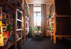 Илиан Хостел | Москва | м. Полежаевская | парковка Спальное место на двухъярусной кровати в общем номере для женщин