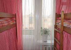 Добрый | м. Курская | Парковка придомовая Спальное место на двухъярусной кровати в общем номере для женщин
